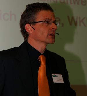 15 PD Dr. Thomas Nussbaumer erläutert Berechnungen zur Kostenerhöhung durch Feinstaubabscheider bei automatischen Holzfeuerungen und vergleicht die ... - PICT15kl